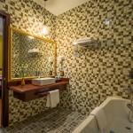 Deluxe Twin Bathroom2